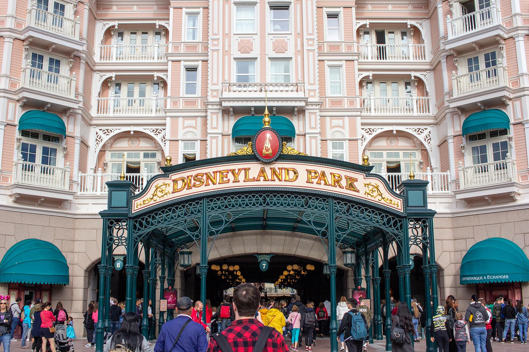 Disneyland Park sign on the Disney Hotel  | 9 Tips for Disneyland Paris