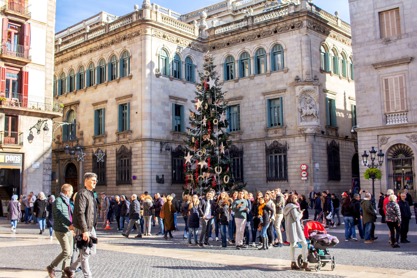 Christmas tree with crowds in front of it in square in Barcelona