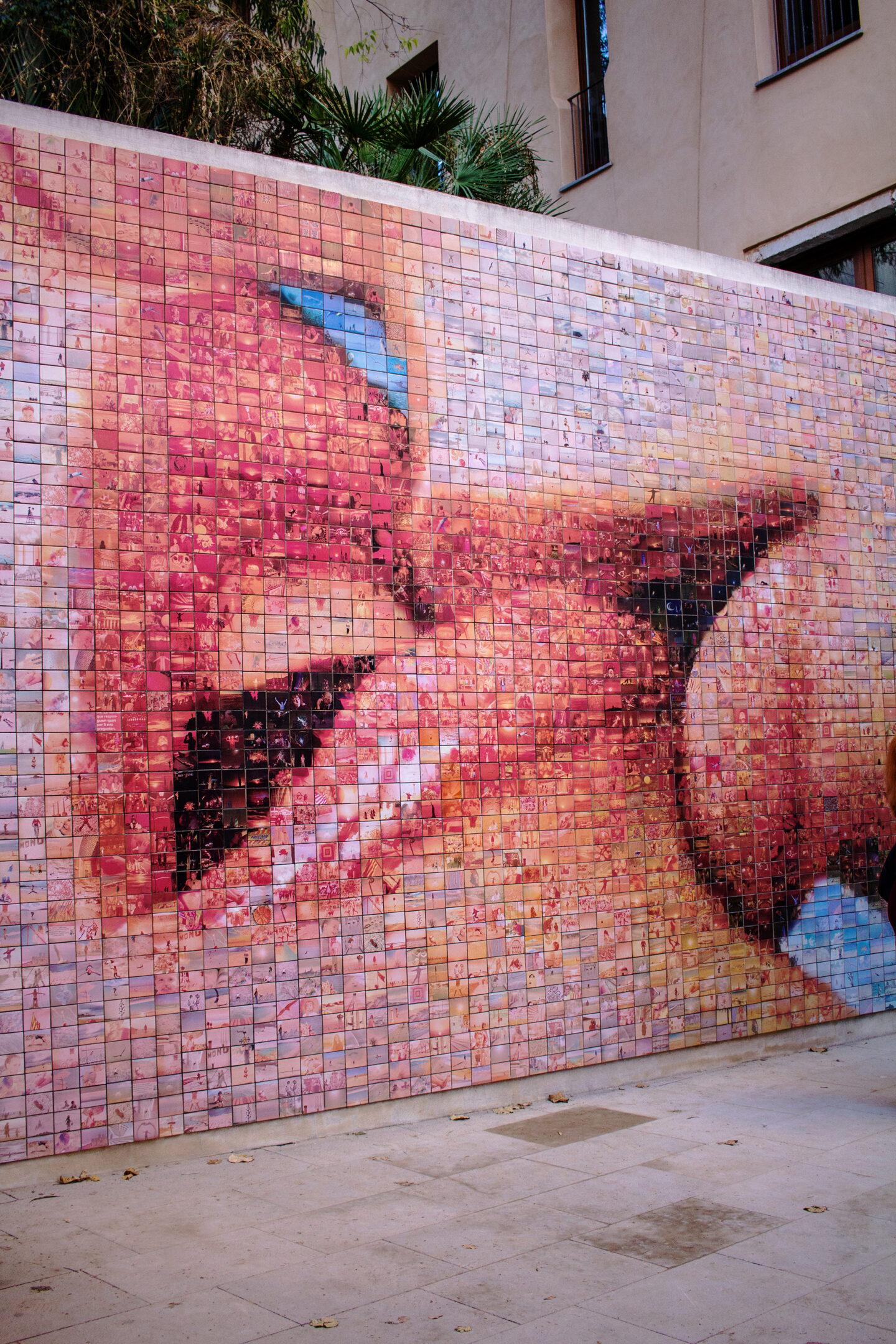 Kissing Lips Street Art in Barcelona