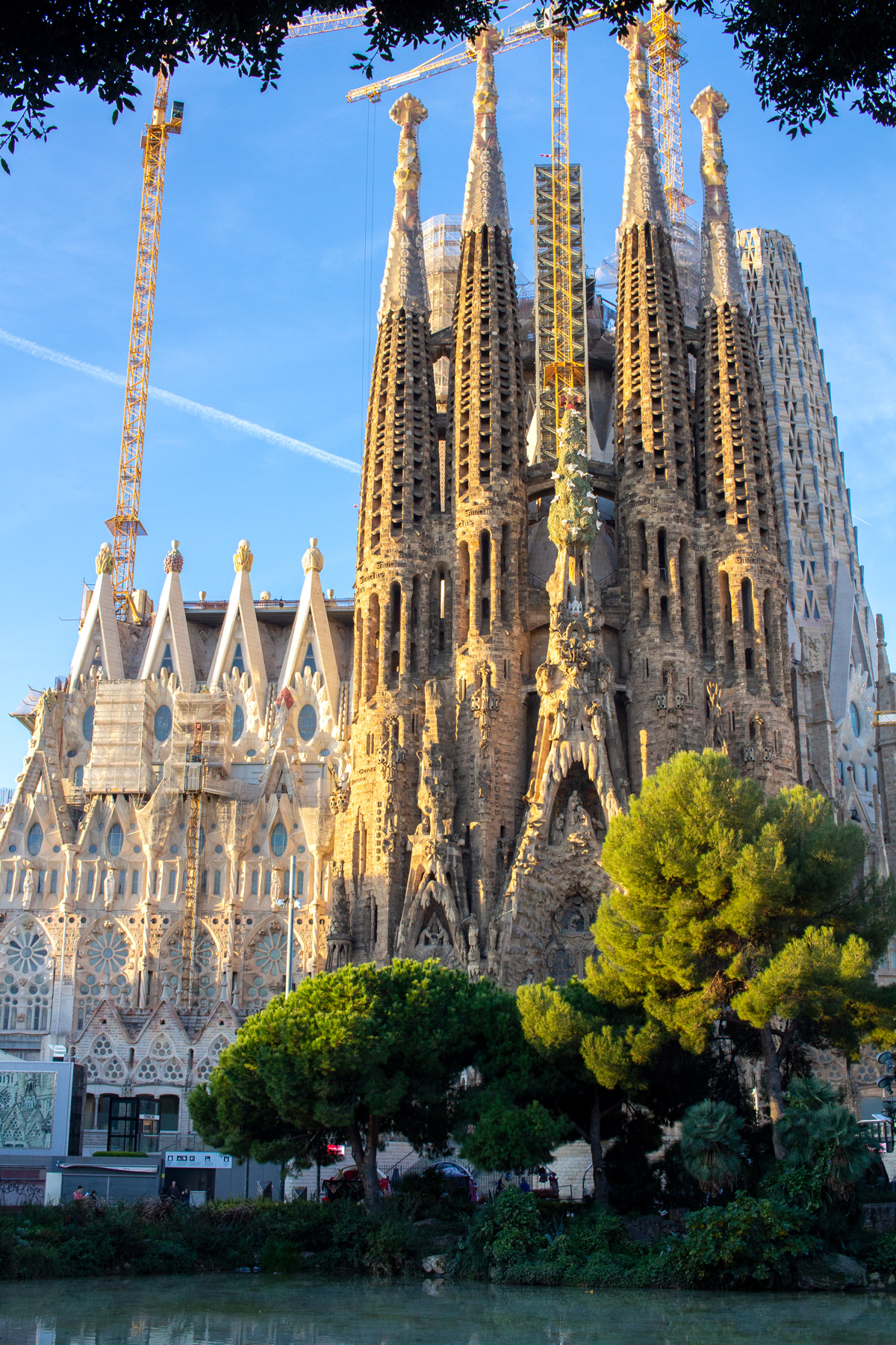 5 Reasons To Visit the Sagrada Familia in Barcelona